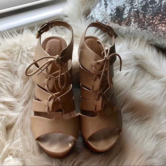 Heart in D Shoes - Lace up wedges
